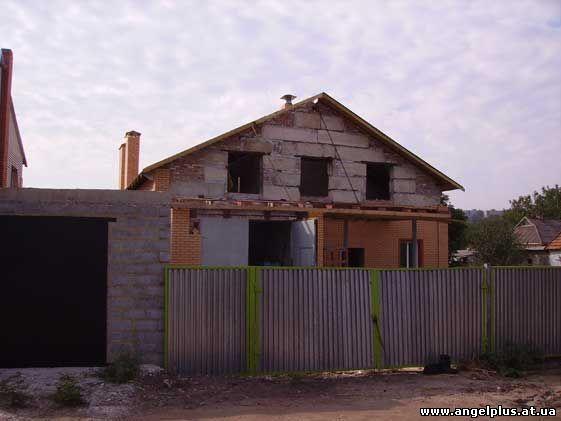 в процессе строительства дома